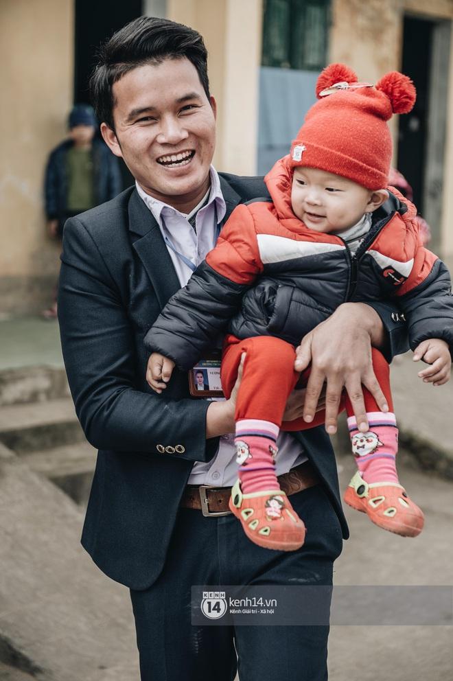 Chuyện buồn phia sau ngôi trường trên mây đẹp nhất Việt Nam: Đi bộ hàng cây số đến trường, con cái học quá giỏi lại trở thành gánh nặng cho cha mẹ - ảnh 10
