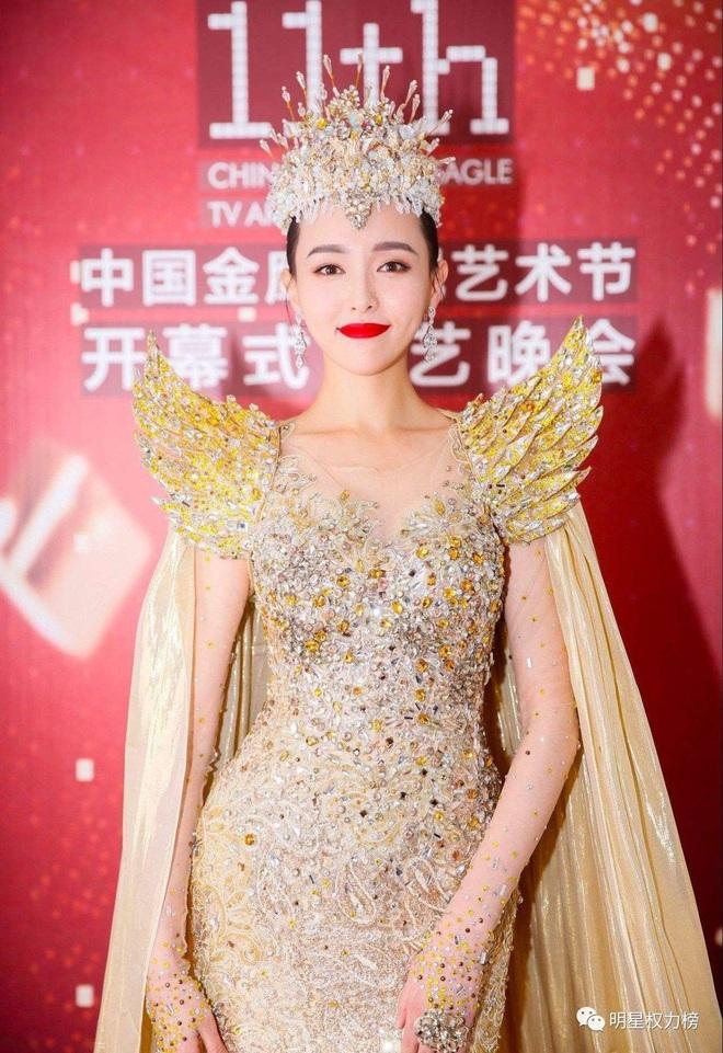 7 nữ thần Kim Ưng hot nhất lịch sử Cbiz: Lưu Diệc Phi thành huyền thoại, Nhiệt Ba gây tranh cãi, còn thảm họa gọi tên Đường Yên - Ảnh 17.