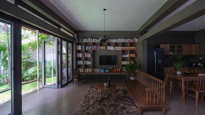 Bước vào ngôi nhà trong ngõ rộng 3m được phủ xanh bằng cây cối, ai cũng thích thú với chiếc cầu thang cực hợp sống ảo - Ảnh 10.