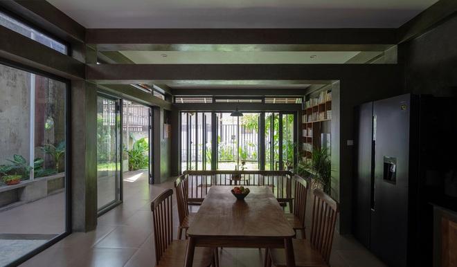 Bước vào ngôi nhà trong ngõ rộng 3m được phủ xanh bằng cây cối, ai cũng thích thú với chiếc cầu thang cực hợp sống ảo - Ảnh 9.