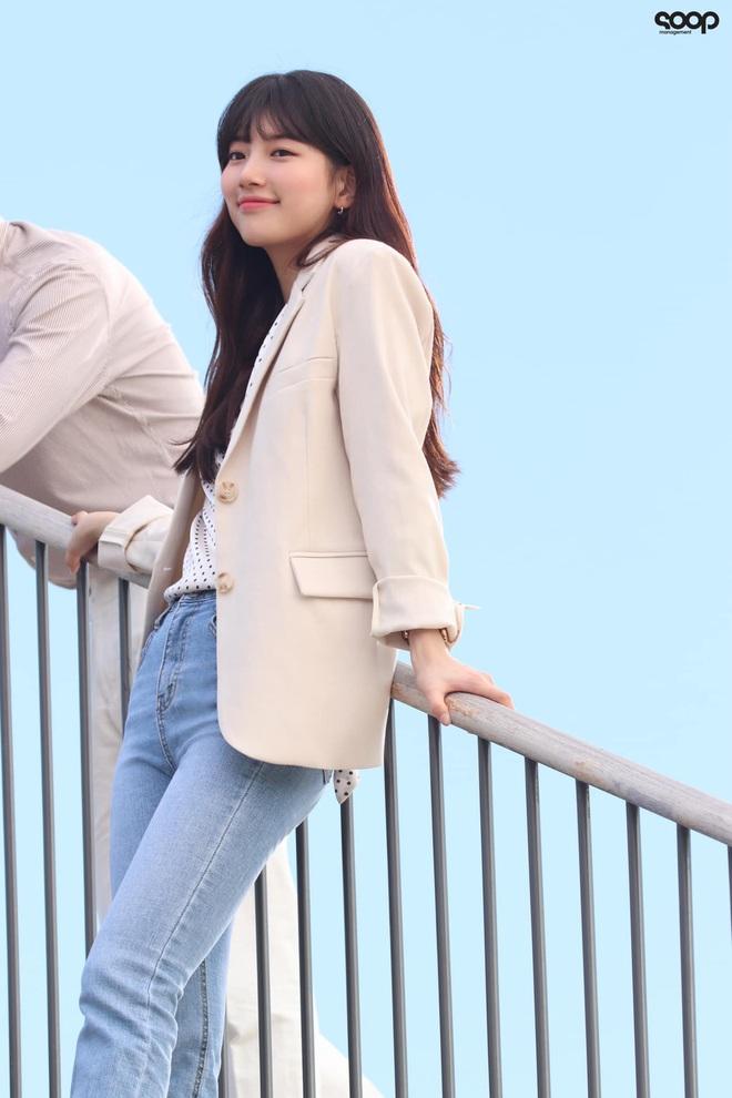 Phim mới của Suzy chưa biết thế nào nhưng style thì rất chuẩn, ưa mặc đơn giản nhưng nịnh mắt bạn hãy hóng ngay  - Ảnh 4.