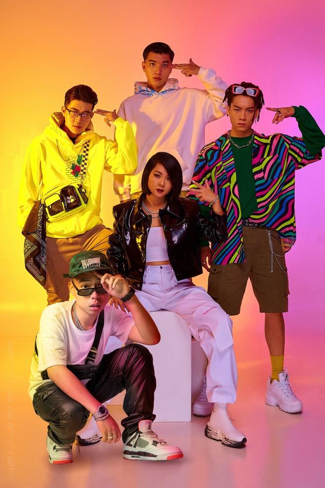 Top 10 King Of Rap: Pháo lột xác đọ vẻ quyến rũ với Á hậu Lona, HIEUTHUHAI lần đầu diện style Hip-hop - Ảnh 1.