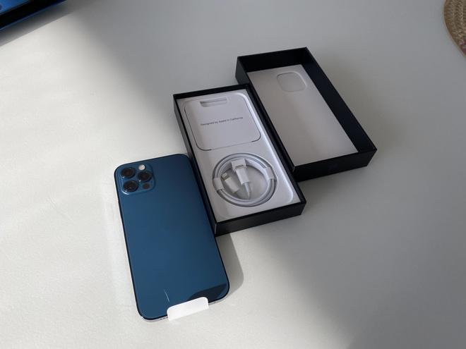 iPhone 12 vừa tung ra thị trường đã nhận được mưa lời khen từ người dùng quốc tế - Ảnh 2.