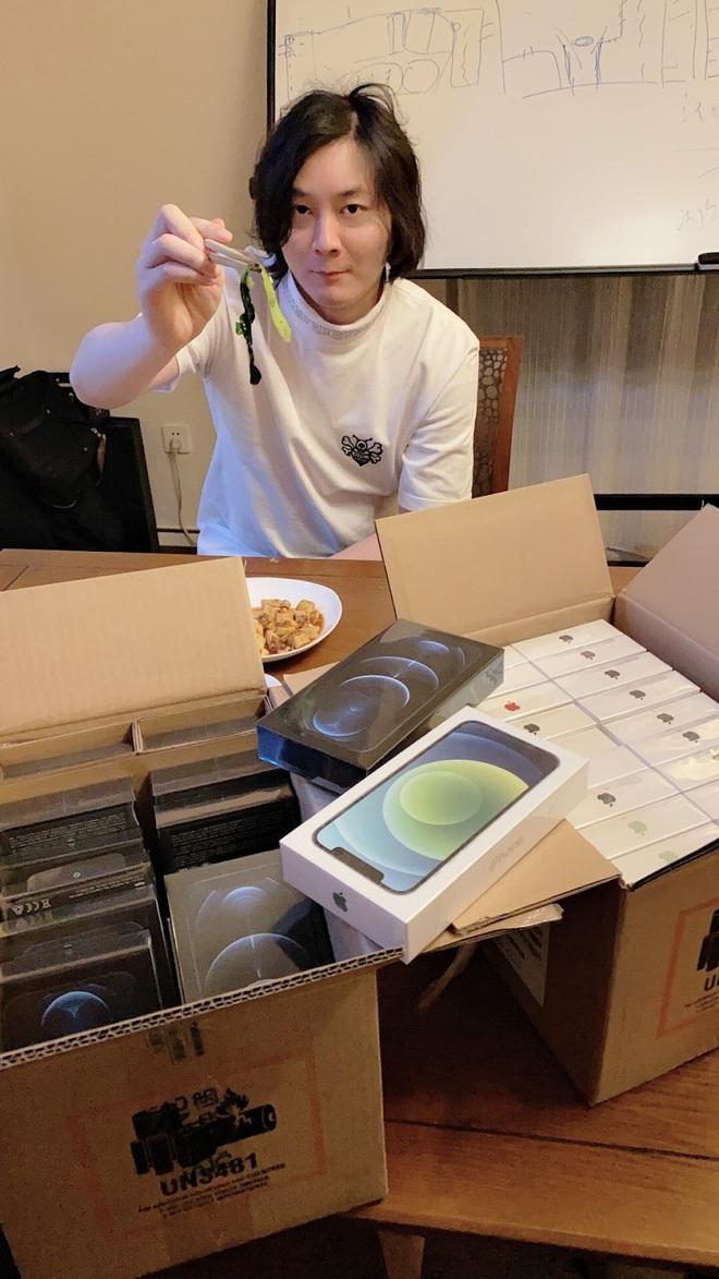 Best idol của năm: Nghe fan than thở iPhone 12 khó mua, nam streamer Liên Quân Mobile mua luôn mấy chục chiếc để tặng! - Ảnh 7.