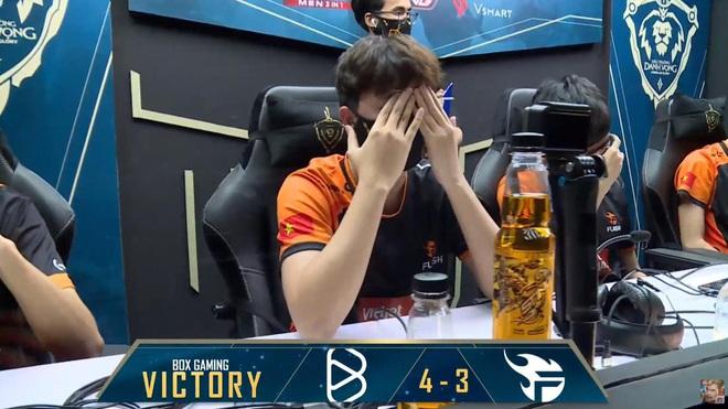 Xuân Bách khóc nức nở, Team Flash nhận mưa gạch đá từ cộng đồng sau trận thua trước BOX Gaming - Ảnh 6.