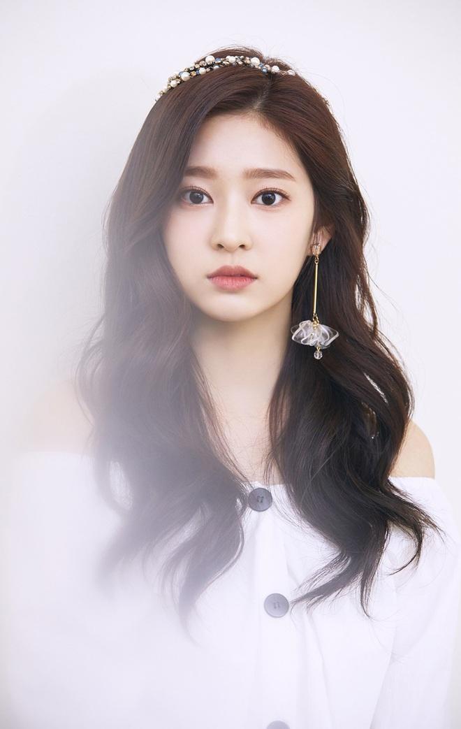 4 nữ thần Kpop đã đẹp còn miễn nhiễm với phốt thái độ: Yoona, Tzuyu nổi tiếng là có lý do, Sana thế nào mà bao sao nam mê mẩn? - Ảnh 14.