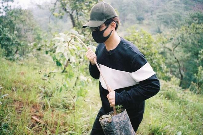 Hà Anh Tuấn cùng công ty trồng 1800 cây rừng giúp người dân chống lũ - Ảnh 5.