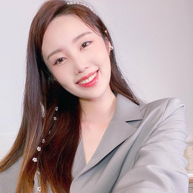 Nữ Youtuber Hàn chia sẻ 4 bài tập giúp chân cột đình thon thả hơn, dành riêng cho những nàng lười - Ảnh 1.