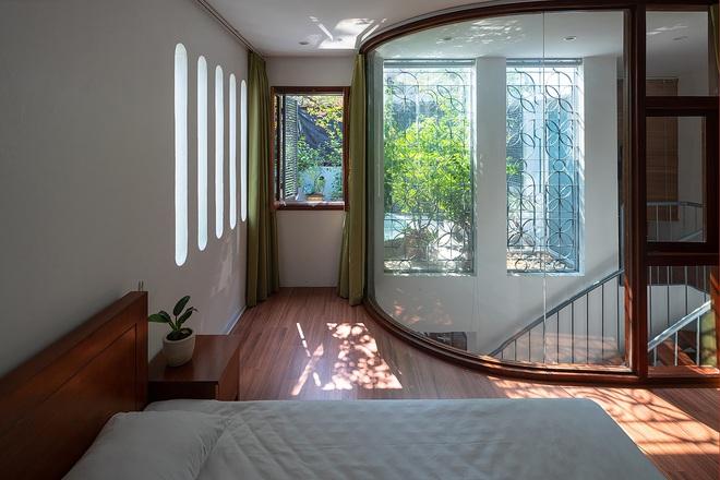 Giữa lòng Hà Nội lại có căn nhà ngập tràn ánh sáng và cây cỏ đáng ngưỡng mộ như thế này đây - Ảnh 11.