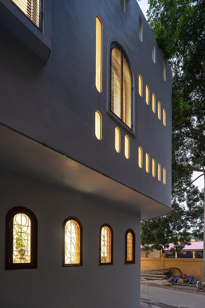 Giữa lòng Hà Nội lại có căn nhà ngập tràn ánh sáng và cây cỏ đáng ngưỡng mộ như thế này đây - Ảnh 4.