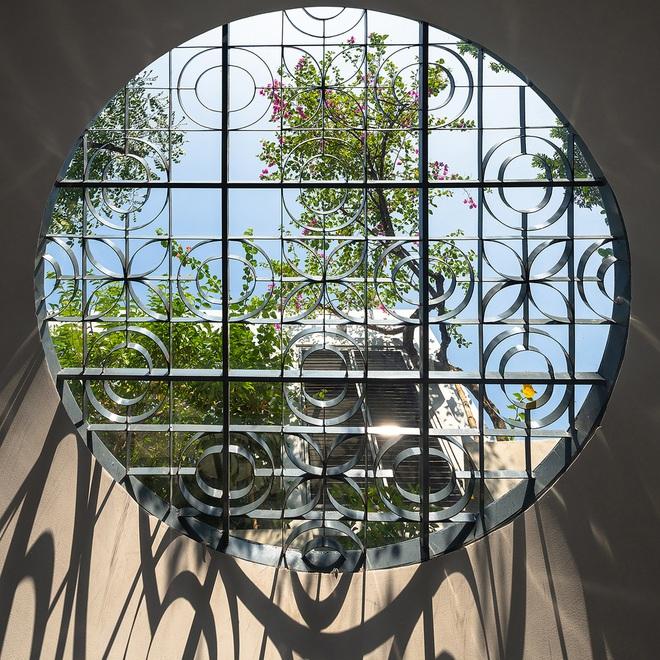 Giữa lòng Hà Nội lại có căn nhà ngập tràn ánh sáng và cây cỏ đáng ngưỡng mộ như thế này đây - Ảnh 8.