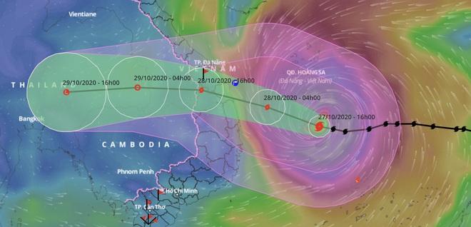 Bão số 9 còn cách đất liền hơn 300km, đóng cửa 6 sân bay, dừng chạy tàu hỏa để tránh bão - Ảnh 1.