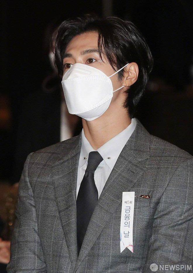 Nam thần Yunho (DBSK) nhận bằng khen từ Tổng thống, minh tinh Go So Young lộ diện sau bê bối săn gái của Jang Dong Gun - Ảnh 7.