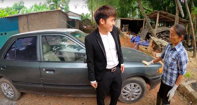 """Sau loạt lùm xùm phải nộp phạt, Hưng Vlog khoe mua xe 4 tỷ, tuyên bố với bà Tân: """"Con đầy tiền""""? - Ảnh 3."""