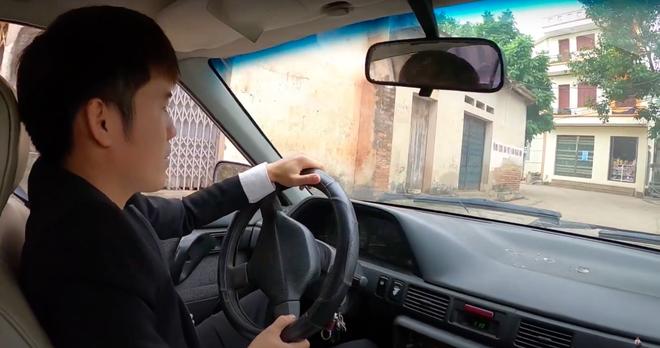 """Sau loạt lùm xùm phải nộp phạt, Hưng Vlog khoe mua xe 4 tỷ, tuyên bố với bà Tân: """"Con đầy tiền""""? - Ảnh 6."""