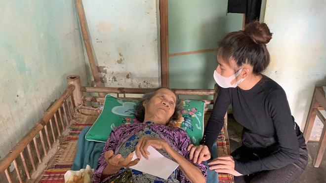 Vợ chồng Lý Hải - Minh Hà đồng hành đến cứu trợ miền Trung, chia sẻ từng muốn cãi nhau vì chuyện tặng tiền cho bà con - Ảnh 5.