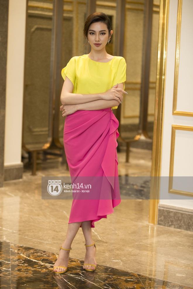 Họp báo Bán kết Hoa hậu Việt Nam 2020: Tiểu Vy đọ sắc với cả dàn hậu, Thuỵ Vân đeo nhẫn kim cương nổi bần bật - Ảnh 10.