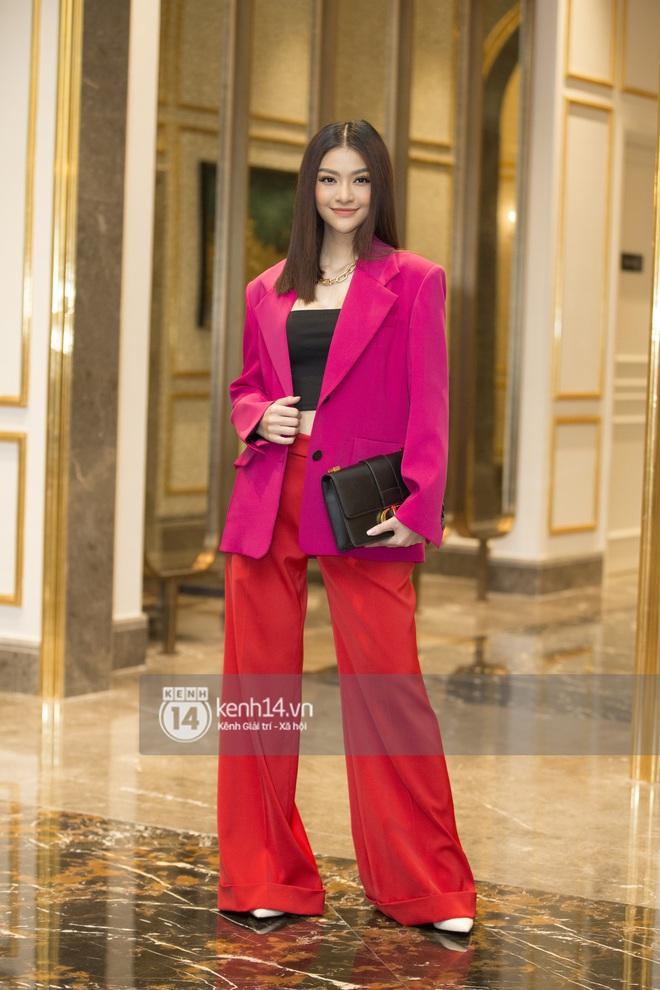Họp báo Bán kết Hoa hậu Việt Nam 2020: Tiểu Vy đọ sắc với cả dàn hậu, Thuỵ Vân đeo nhẫn kim cương nổi bần bật - Ảnh 11.