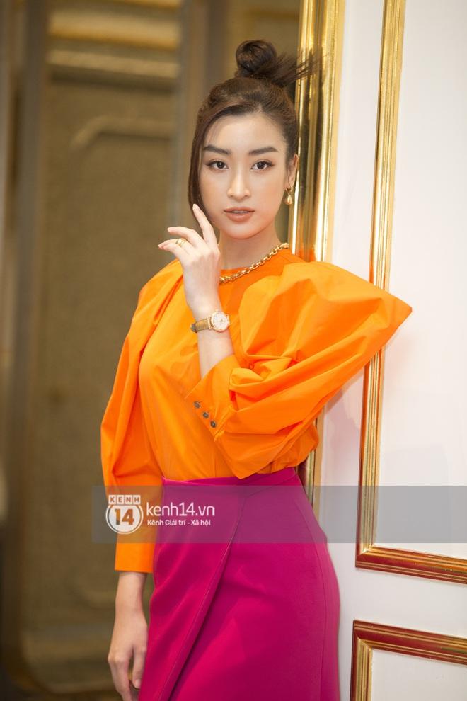 Họp báo Bán kết Hoa hậu Việt Nam 2020: Tiểu Vy đọ sắc với cả dàn hậu, Thuỵ Vân đeo nhẫn kim cương nổi bần bật - Ảnh 4.