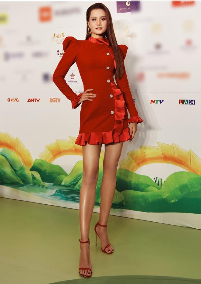 """Quân đoàn"""" Hoa hậu Á hậu đọ dáng nóng hừng hực tại sự kiện: H'Hen Niê quá ấn tượng, Tường Linh - Võ Hoàng Yến sexy không kém - Ảnh 9."""