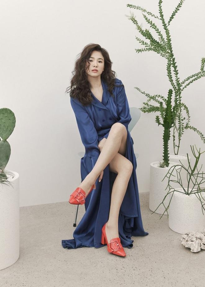 Trời ơi Song Hye Kyo khoe loạt ảnh với mái tóc xù mới toanh, visual thăng cấp 100 lần đỉnh quá rồi! - ảnh 10