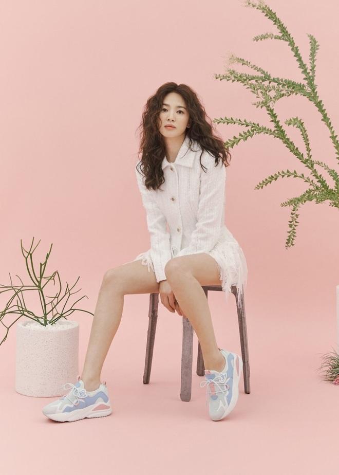 Trời ơi Song Hye Kyo khoe loạt ảnh với mái tóc xù mới toanh, visual thăng cấp 100 lần đỉnh quá rồi! - ảnh 9