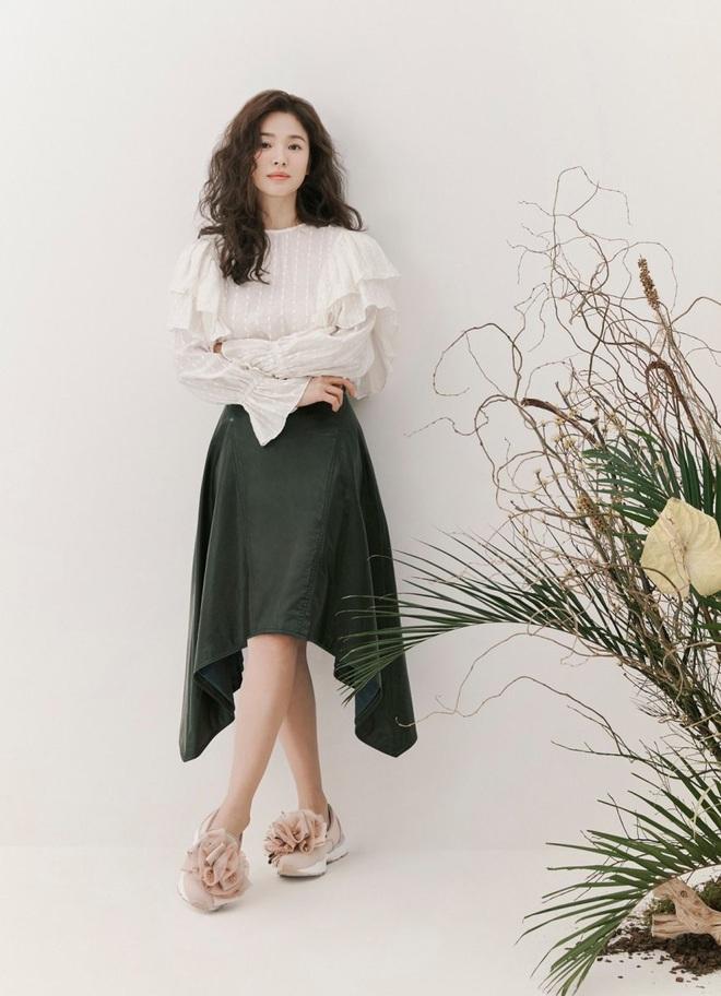 Trời ơi Song Hye Kyo khoe loạt ảnh với mái tóc xù mới toanh, visual thăng cấp 100 lần đỉnh quá rồi! - ảnh 8