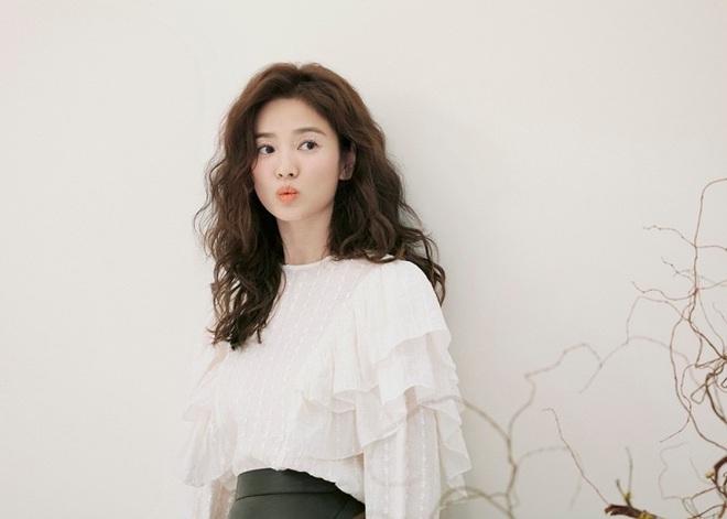 Trời ơi Song Hye Kyo khoe loạt ảnh với mái tóc xù mới toanh, visual thăng cấp 100 lần đỉnh quá rồi! - ảnh 7