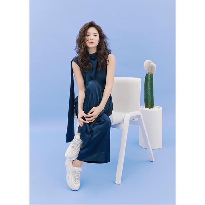Trời ơi Song Hye Kyo khoe loạt ảnh với mái tóc xù mới toanh, visual thăng cấp 100 lần đỉnh quá rồi! - ảnh 12