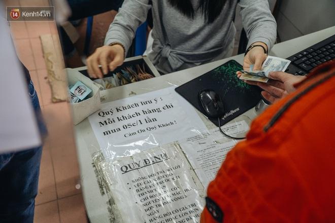 Người Hà Nội rồng rắn hết cả con phố, đợi nhận tem phiếu để mua khẩu trang vải sử dụng 30 lần - ảnh 17