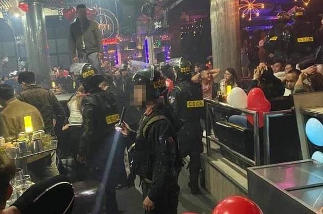 Ập vào quán bar ở Đà Lạt, phát hiện gần 100 người dương tính với ma túy - ảnh 1
