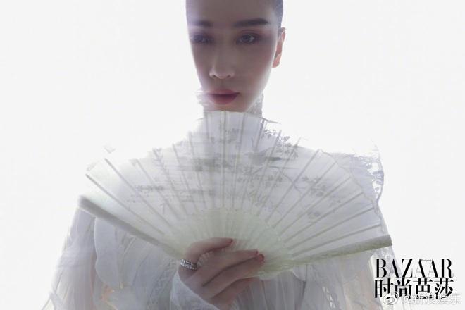 Lưu Thi Thi và bộ ảnh tạp chí đầu tiên sau sinh quý tử: Chẳng ai tin đây là bà mẹ bỉm sữa vì sắc vóc quá nuột - ảnh 3