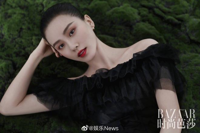Lưu Thi Thi và bộ ảnh tạp chí đầu tiên sau sinh quý tử: Chẳng ai tin đây là bà mẹ bỉm sữa vì sắc vóc quá nuột - ảnh 9