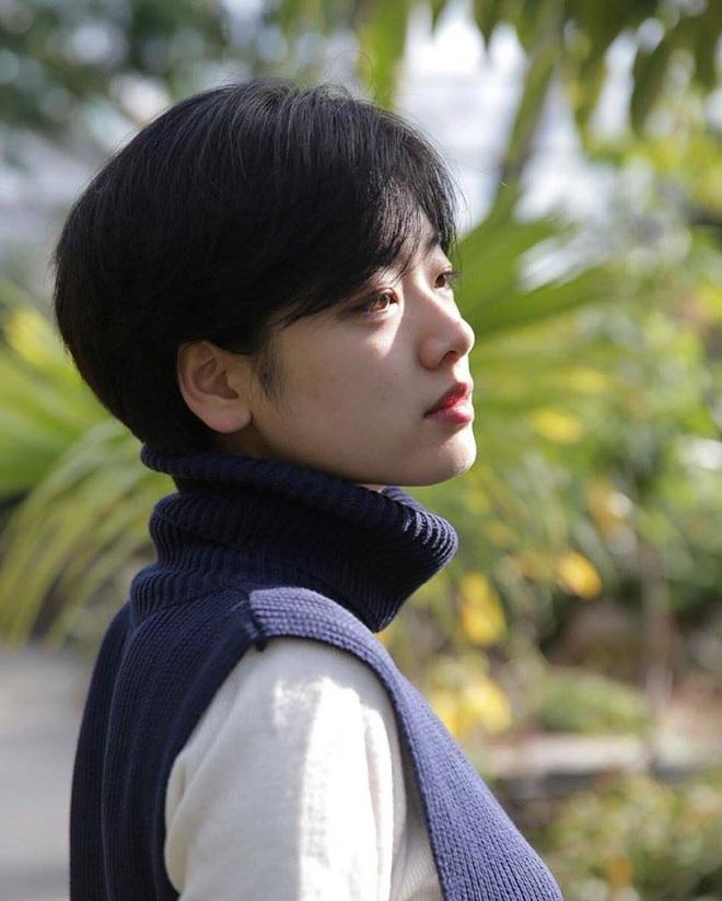 Cô nàng chuyển giới siêu hot của Itaewon Class: Nhan sắc lạ, lột xác khi để tóc dài và màn hôn môi đồng tính gây sốc - ảnh 1