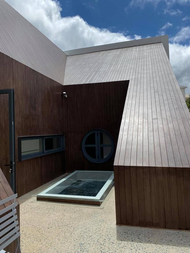 Mọi ngóc ngách trong biệt thự mới của Tóc Tiên tại Đà Lạt: Thiết kế hiện đại sang trọng, 90% đều bằng gỗ - ảnh 4