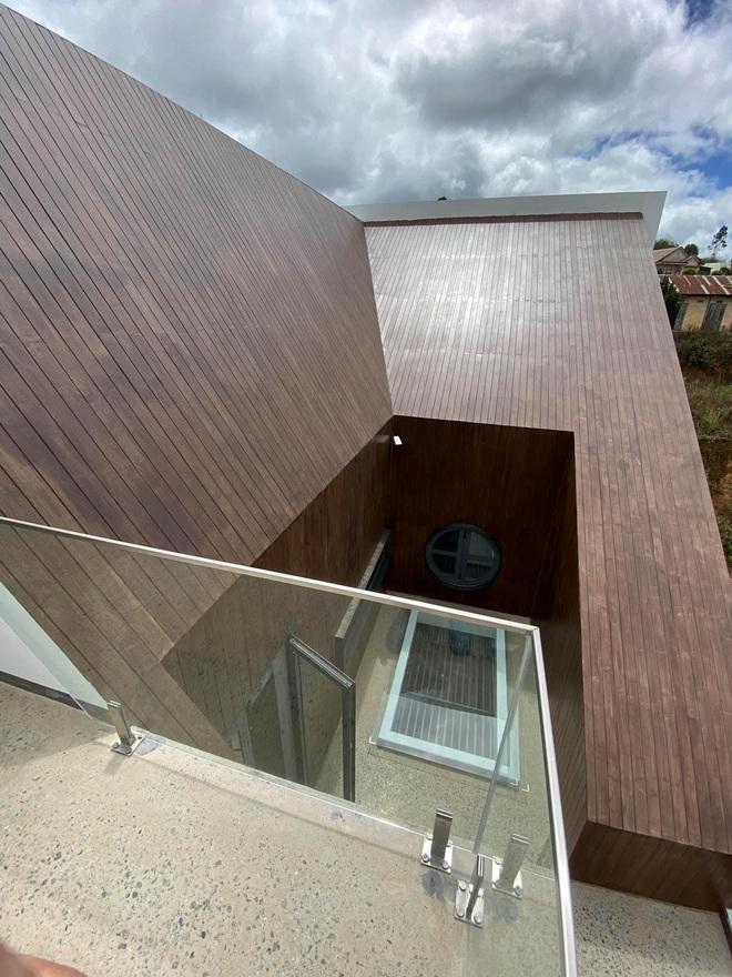 Mọi ngóc ngách trong biệt thự mới của Tóc Tiên tại Đà Lạt: Thiết kế hiện đại sang trọng, 90% đều bằng gỗ - ảnh 3
