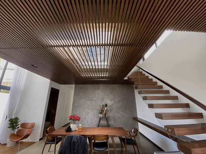 Mọi ngóc ngách trong biệt thự mới của Tóc Tiên tại Đà Lạt: Thiết kế hiện đại sang trọng, 90% đều bằng gỗ - ảnh 7