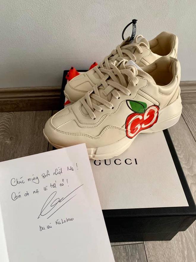 Chồng Ốc Thanh Vân tự tay mang tặng vợ giày hiệu mừng sinh nhật lúc 3h sáng: Ngôn tình đời thực sau 20 năm yêu - ảnh 3