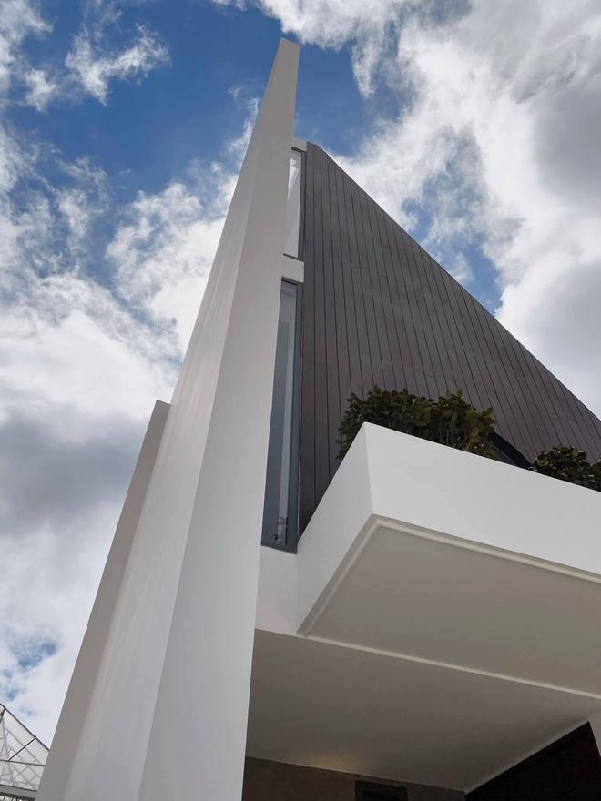 Mọi ngóc ngách trong biệt thự mới của Tóc Tiên tại Đà Lạt: Thiết kế hiện đại sang trọng, 90% đều bằng gỗ - ảnh 5