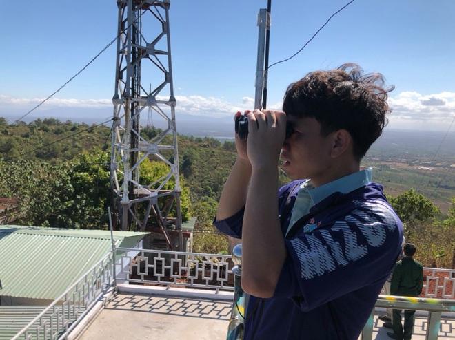 Văn Toàn chụp ảnh thần thái cho Tuấn Anh trong chuyến chinh phục đỉnh núi lửa nổi tiếng nhất Tây Nguyên - ảnh 5