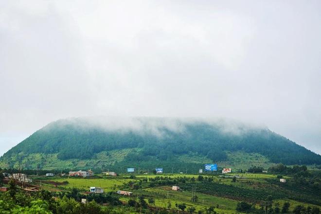 Văn Toàn chụp ảnh thần thái cho Tuấn Anh trong chuyến chinh phục đỉnh núi lửa nổi tiếng nhất Tây Nguyên - ảnh 8