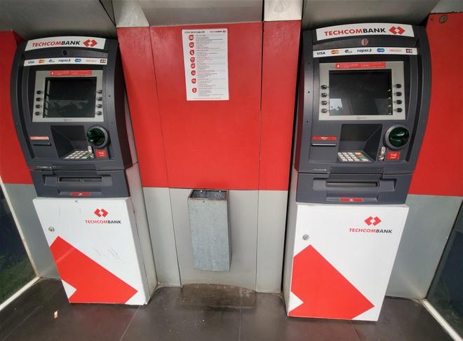 Tiếp xúc hàng trăm người/ngày nhưng ATM không có nước sát khuẩn, cồn rửa tay phòng Covid-19 - ảnh 4