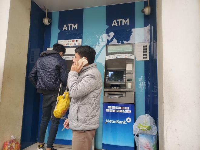 Tiếp xúc hàng trăm người/ngày nhưng ATM không có nước sát khuẩn, cồn rửa tay phòng Covid-19 - ảnh 5