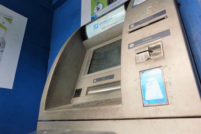 Tiếp xúc hàng trăm người/ngày nhưng ATM không có nước sát khuẩn, cồn rửa tay phòng Covid-19 - ảnh 10