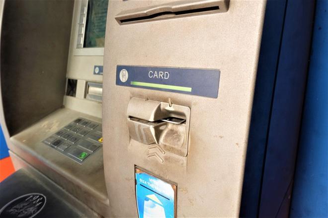 Tiếp xúc hàng trăm người/ngày nhưng ATM không có nước sát khuẩn, cồn rửa tay phòng Covid-19 - ảnh 9