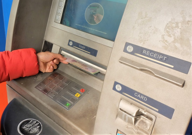 Tiếp xúc hàng trăm người/ngày nhưng ATM không có nước sát khuẩn, cồn rửa tay phòng Covid-19 - ảnh 8