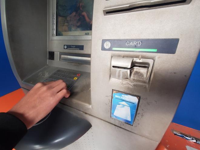 Tiếp xúc hàng trăm người/ngày nhưng ATM không có nước sát khuẩn, cồn rửa tay phòng Covid-19 - ảnh 7