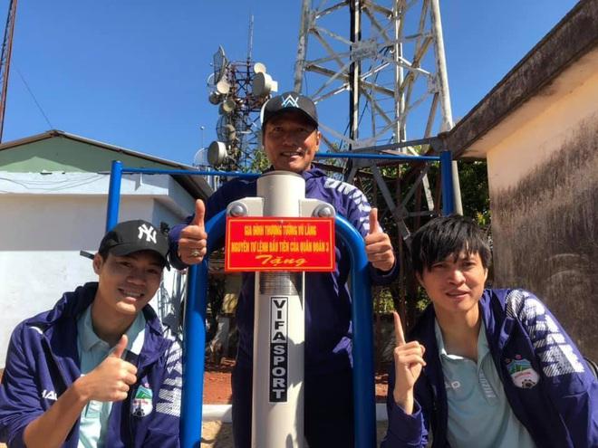 Văn Toàn chụp ảnh thần thái cho Tuấn Anh trong chuyến chinh phục đỉnh núi lửa nổi tiếng nhất Tây Nguyên - ảnh 2