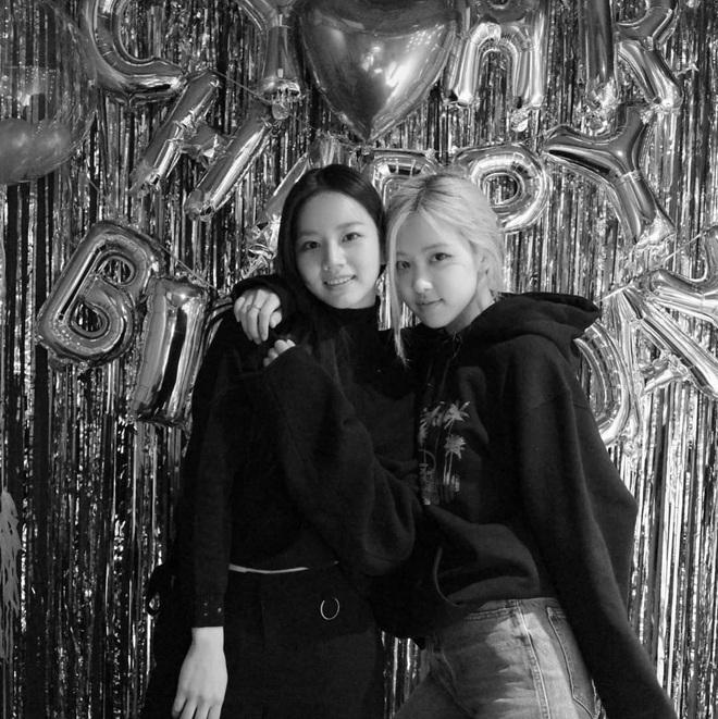 Loạt hình sinh nhật nóng bỏng tay của cặp bạn thân Rosé (BLACKPINK) - Hyeri (Girls Day): Bộ đôi mỹ nhân thân thiết của Kpop, khung hình nào cũng xinh ngỡ ngàng - Ảnh 6.