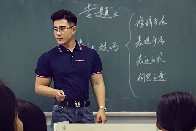 Thêm một thầy giáo gây sốt với ngoại hình đậm chất soái ca, biết profile lại càng trầm trồ hơn nữa - ảnh 4